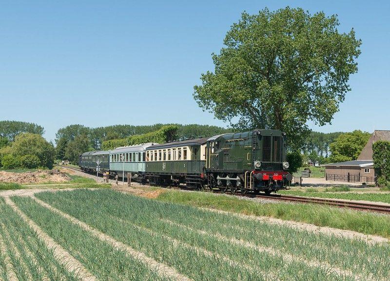 SGB Dieselloc 521 met passagierstrein 55