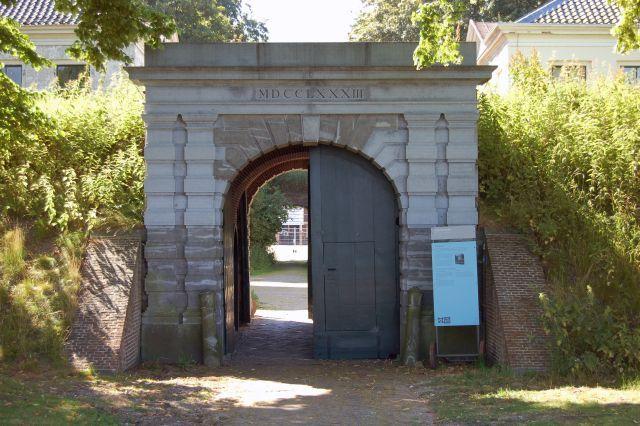 Toegangspoort Fort Wierickerschans in Nieuwerbrug