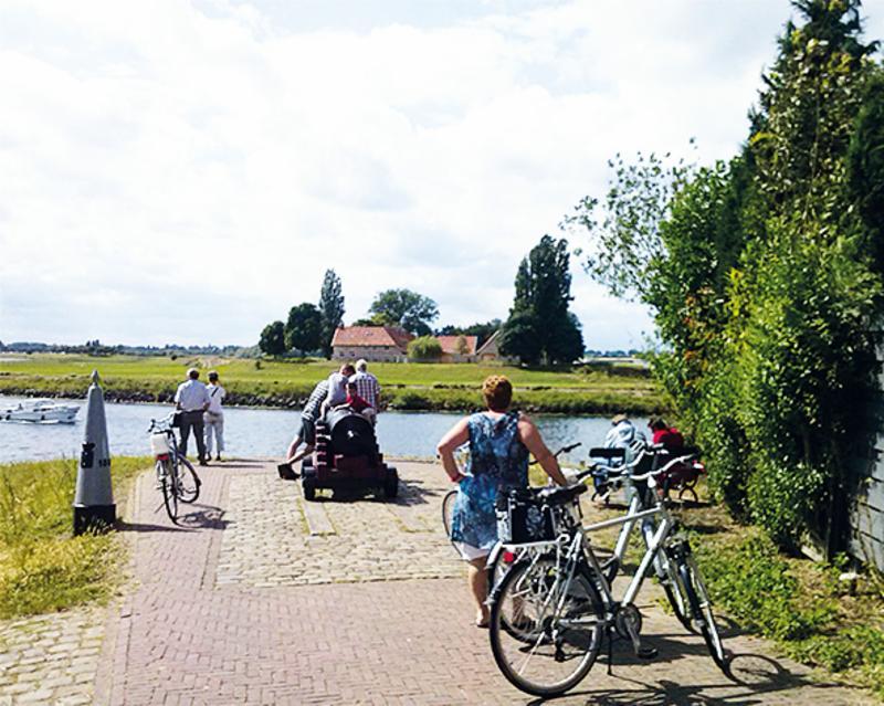 Foto 0: Fietsen langs de Maasplassen in Rivierpark Maasvallei