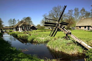 Molen/paaltjestjasker Giethoorn Noord