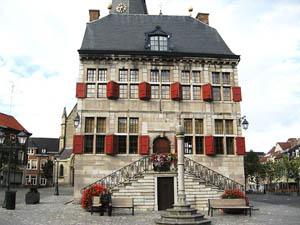 Toerisme Bilzen stadhuis