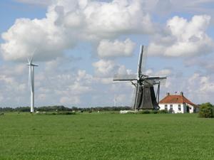Foto 0: Door de Friese kwelders
