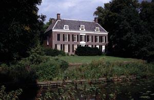 http://fietsknooppunt.routeplanner.nl/html/PictureBase/utr_oud_amelisweerd_achterzijde_1402_11091993_as.jpg