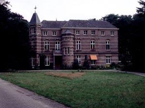 http://fietsknooppunt.routeplanner.nl/html/PictureBase/utr_stoutenburg_voorzijde_1853_22081996_as.jpg